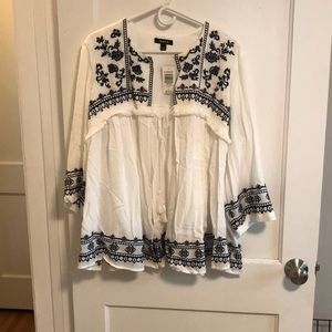NWT Torrid White boho jacket with navy embroidery
